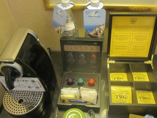 Swissotel Merchant Court Singapore: Amazing selection of teas!