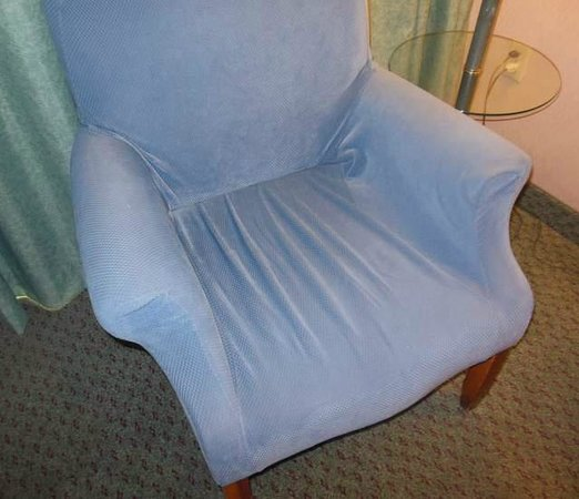 Clarion Hotel Anaheim Resort: Dilapidated Salvation Army quality chair