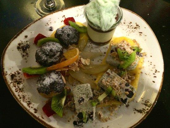 Cafe Victor: desserts plate