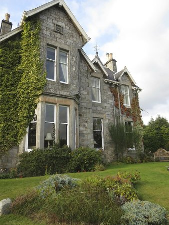 Strathgarry Restaurant and Rooms: View from the front yard