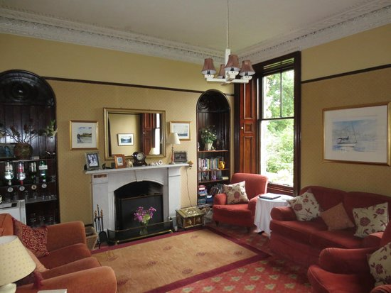 Strathgarry Restaurant and Rooms: Reading Room