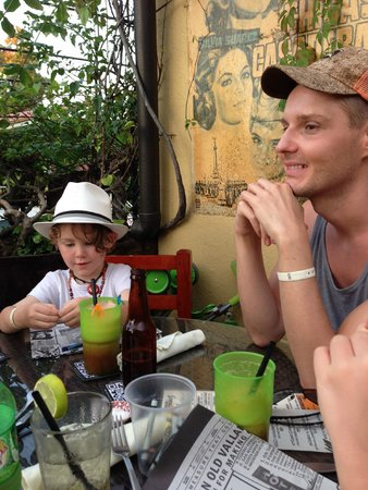 Joe Jack's Fish Shack : Family dining...  wonderful night!!