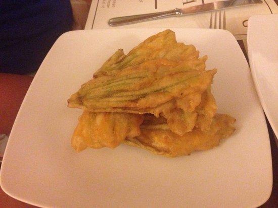 Trattoria Osteria Da Que' Ganzi : Side - fried zucchini flowers