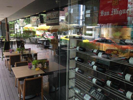 Maitria Hotel Sukhumvit 18 - A Chatrium Collection : restaurant appearance