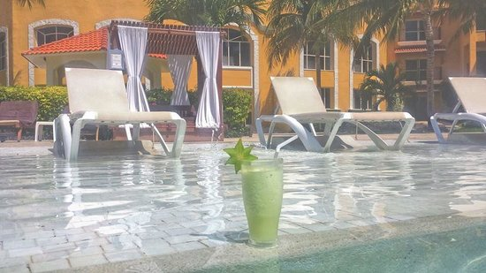 Secrets Capri Riviera Cancún: Try the 'Sexy Frog' drink ... mmmmmmmm