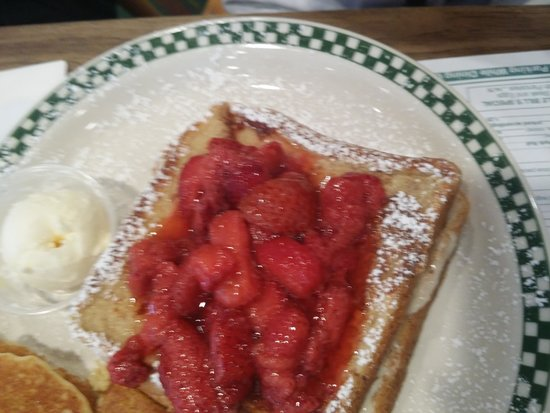 Uncle Bill's Pancake House: My sister's breakfast looked yummy
