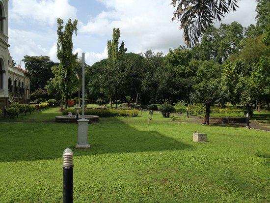 Aga Khan Palace: Green all around