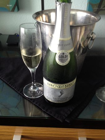 Tides Folly Beach: Complimentary champagne promotion-nice touch!