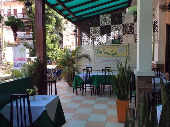 Mixay Paradise: Part of the nice outdoor cafe area