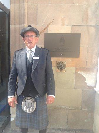 Trump Turnberry, A Luxury Collection Resort, Scotland : Uniformed doormen.