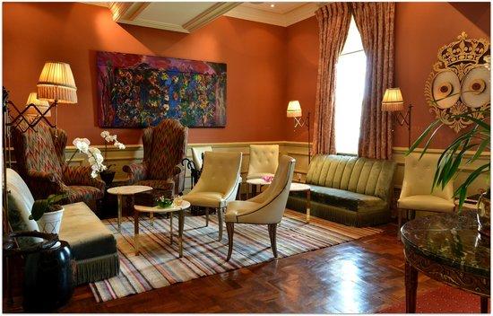 Monarch Hotel: Smoking Lounge