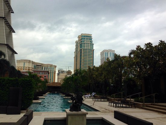 Sheraton Grand Macao Hotel, Cotai Central: Overrated: Nice pool but closes at 6pm even in summer