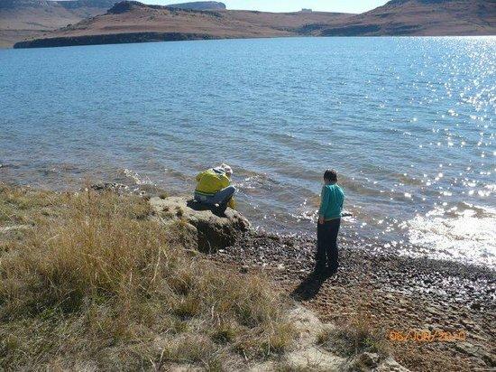 Qwantani Berg and Bush Resort: building clay ornaments at the dam