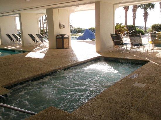 Hampton Inn & Suites Myrtle Beach/Oceanfront: adult hot tub