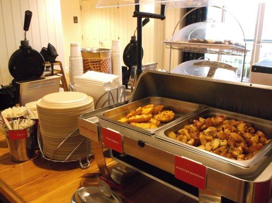 Hampton Inn & Suites Myrtle Beach/Oceanfront: breakfast 4