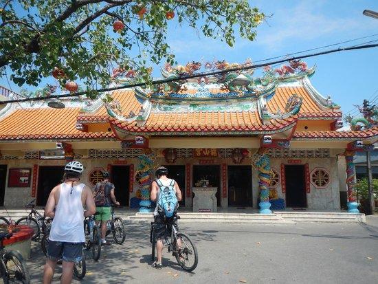 Amazing Bike Tours : Chinese temple