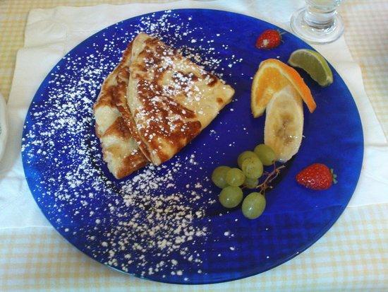Dunaree: Pfannkuchen und frisches Obst zum Frühstück