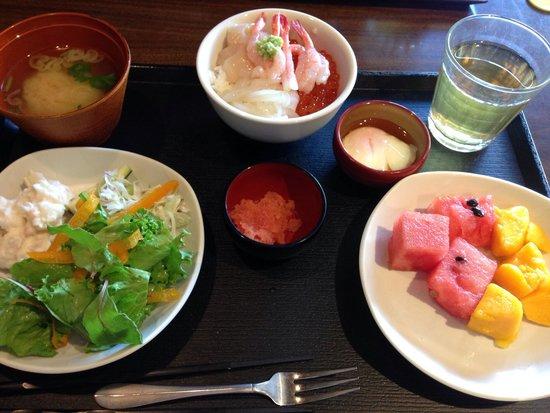 Dormy Inn Premium Otaru: Kaisen ikura ama-ebi , ikea and hotate don