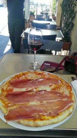 Bar Frattina: pizza and wine!!!
