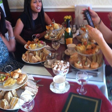 Lily's Victorian Tearooms & Restaurant: Traditional high tea