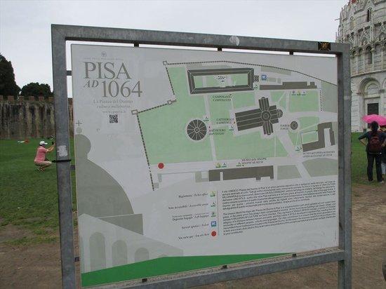 Piazza dei Miracoli : Pisa San Rossore駅側から入ると赤丸に