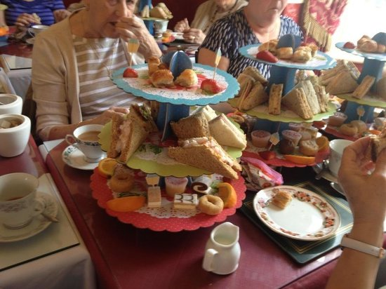 Lily's Victorian Tearooms & Restaurant: Afternoon tea party
