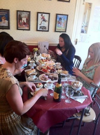 Lily's Victorian Tearooms & Restaurant: Bubbly afternoon tea