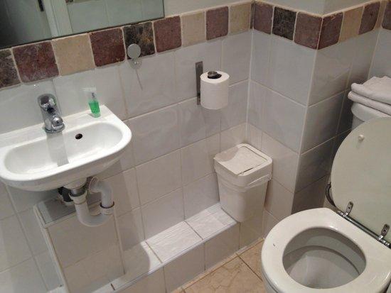 Inverness Terrace Serviced Apartments: 住宿7日2人只有一小罐沐浴乳和一塊肥皂