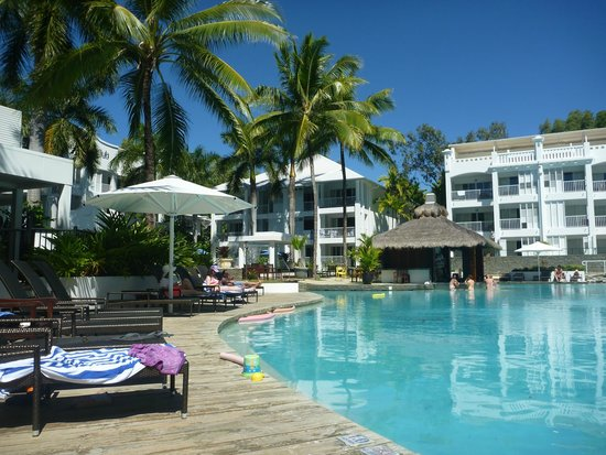 Peppers Beach Club & Spa: POOL BAR AND LAGOON POOL