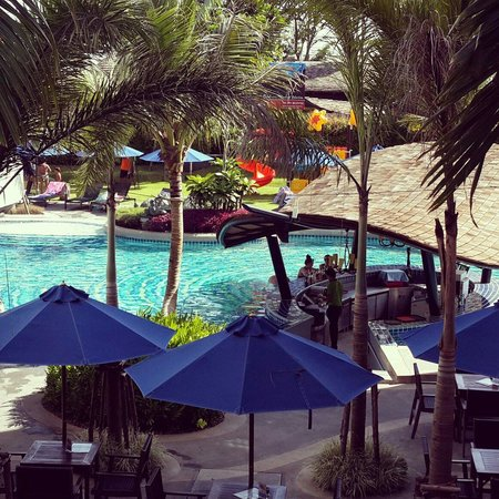 Holiday Inn Resort Krabi Ao Nang Beach: Pool bar