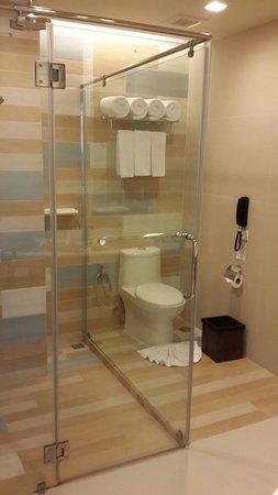 Holiday Inn Resort Krabi Ao Nang Beach: The bathroom