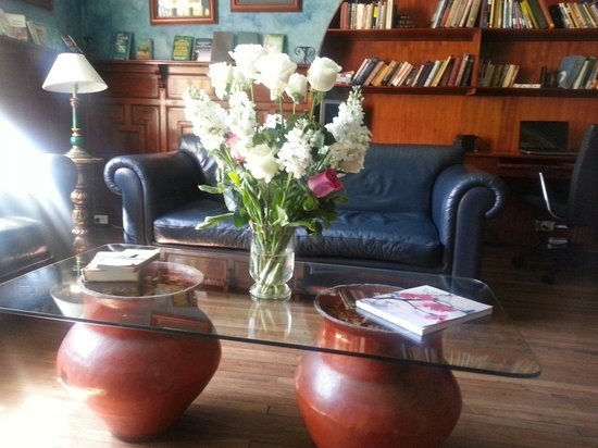 Cafe Cultura Boutique Hotel : Library