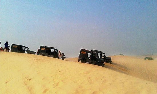Divine Nilalohita Resorts: jeeps on top of sand dune