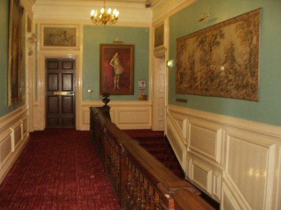 Bosworth Hall Hotel & Spa: Corridor