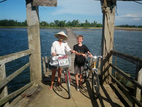 Heaven and Earth Bicycle Tours: Crossing the floating bridge.