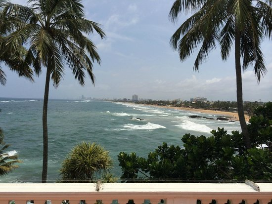 Mount Lavinia Hotel: views from the terrace and ocean view rooms