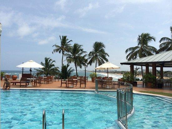 Mount Lavinia Hotel: poolside
