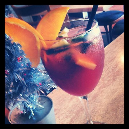 Sunny's at Moffat: sangria
