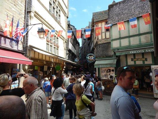 Abbaye du Mont-Saint-Michel : Shopping street