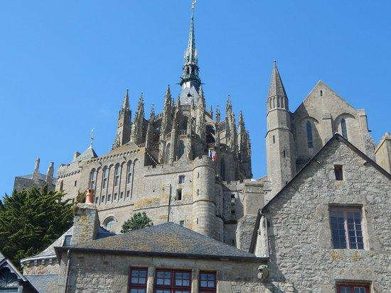 Abbaye du Mont-Saint-Michel : Close up of the top building