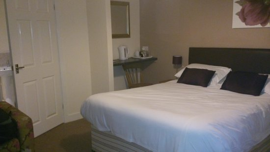 The Yew Tree: Spacious with large comfy bed and loads of storage space