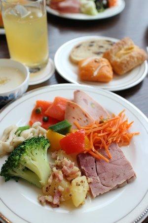 The Prince Park Tower Tokyo: ラウンジで朝食
