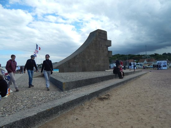Omaha Beach: On the beach