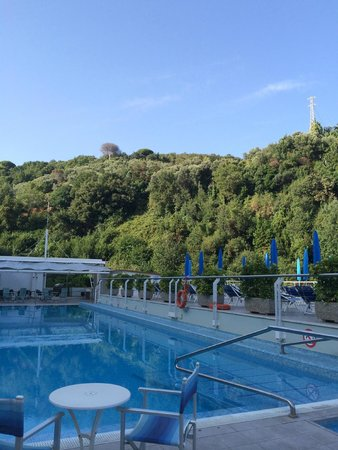Best Western Hotel La Solara: Beautiful view by the pool