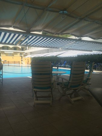 Best Western Hotel La Solara: Eating area by pool