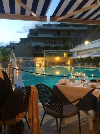 Best Western Hotel La Solara Sorrento : Gala night by the pool