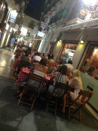 Sale & Pepe Pizzeria - Barrio : Busy !