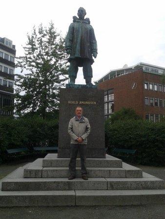 Roald Amundsen Sculpture