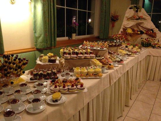 Hotel Garden Moena: Buffet dolci