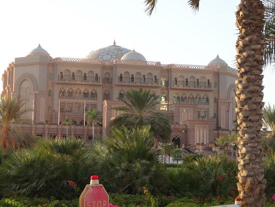 Emirates Palace Hotel: ВИД НА EMIRATES PALACE